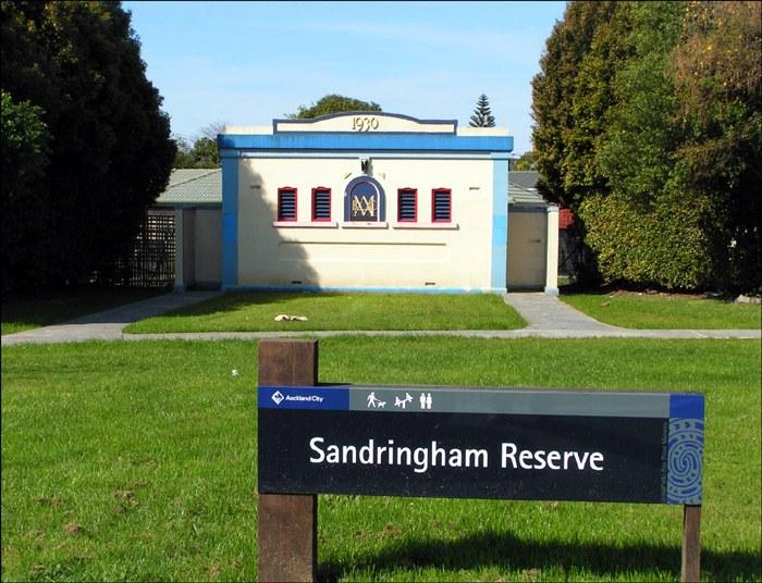 Sandringhamtoilet1_700